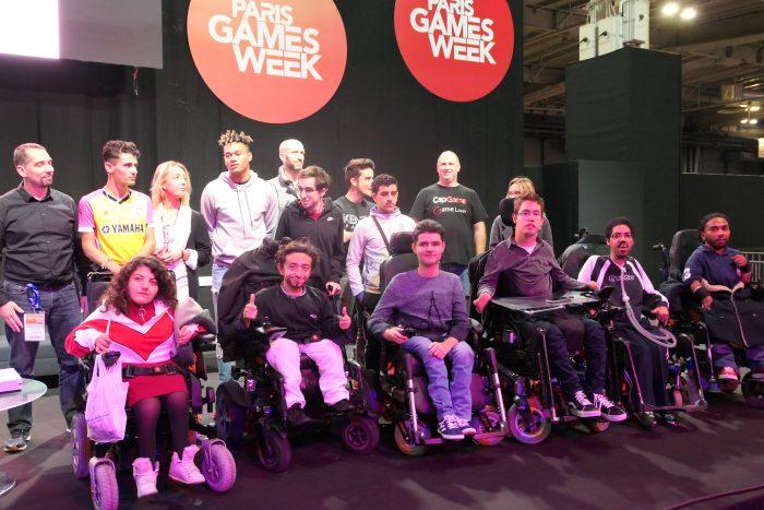 Photo de groupe des participants, sponsors et partenaires du tournoi esportif incusif à la Paris Game Week 2018.